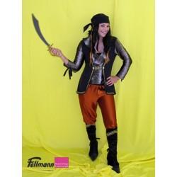 Piratin mit Stiefeln